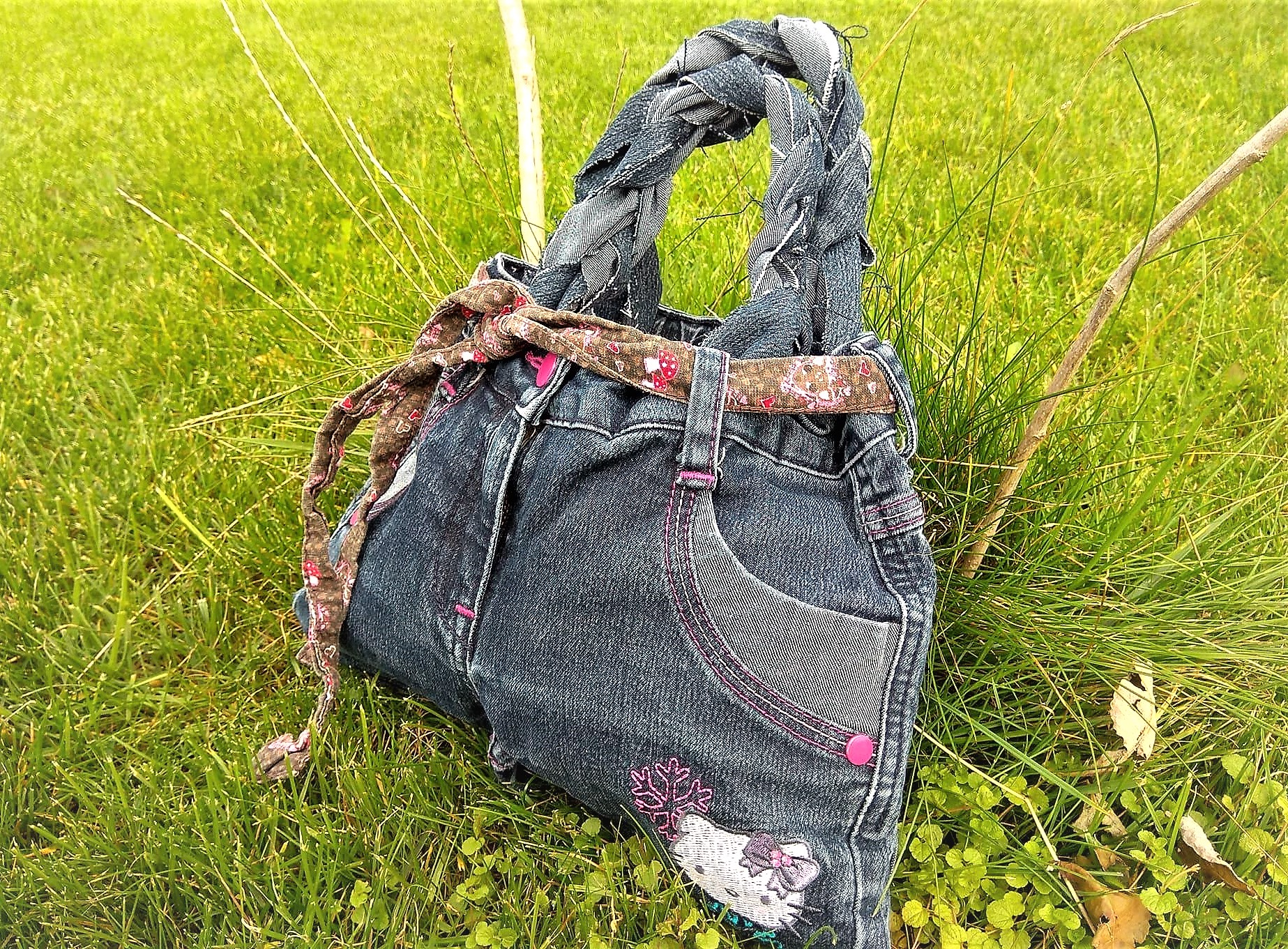 mit kindern basteln jeans upcycling ohne nadel und faden puddingklecks. Black Bedroom Furniture Sets. Home Design Ideas