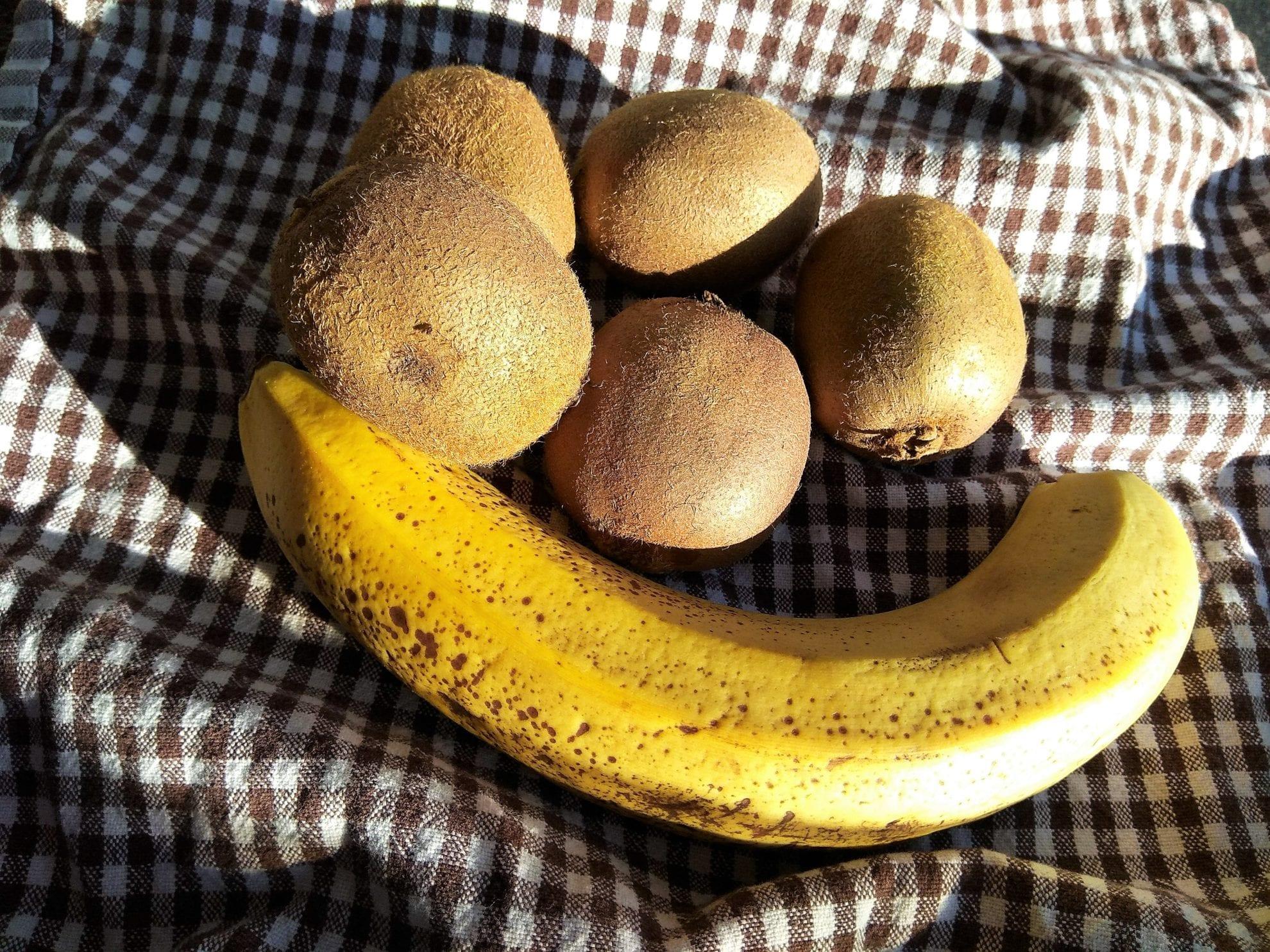 Die Zutaten für zuckerfreie Kiwimarmelade mit Chiasamen, clean eating, Ernährungsumstellung und gesund Abnehmen