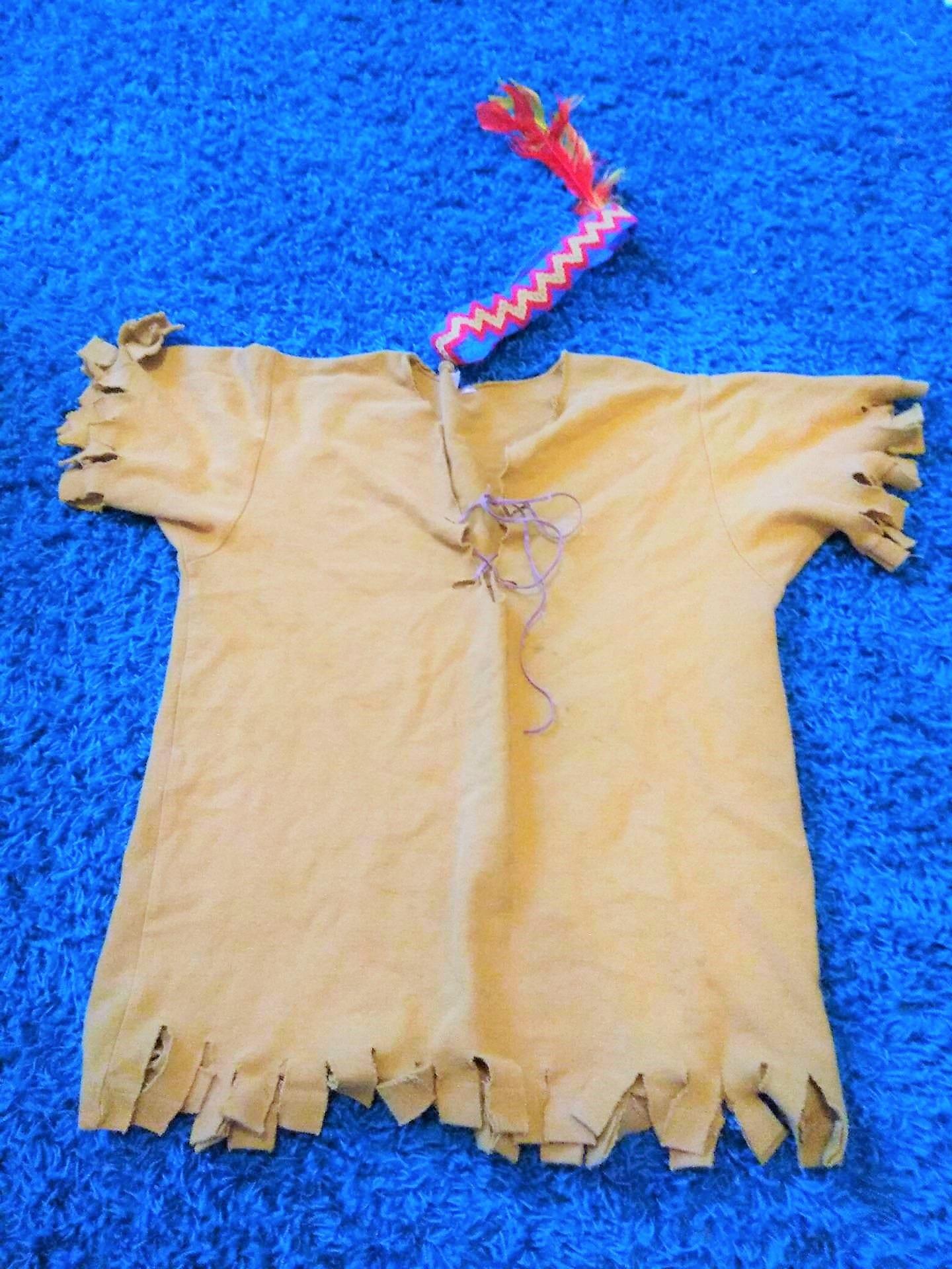 Indianerkostüm, Verkleidung für kleine Mäuse, Bastelanleitung, DIY, Upcycling eines Poloshirts, Karneval, Fasching, ohne Nadel und Faden