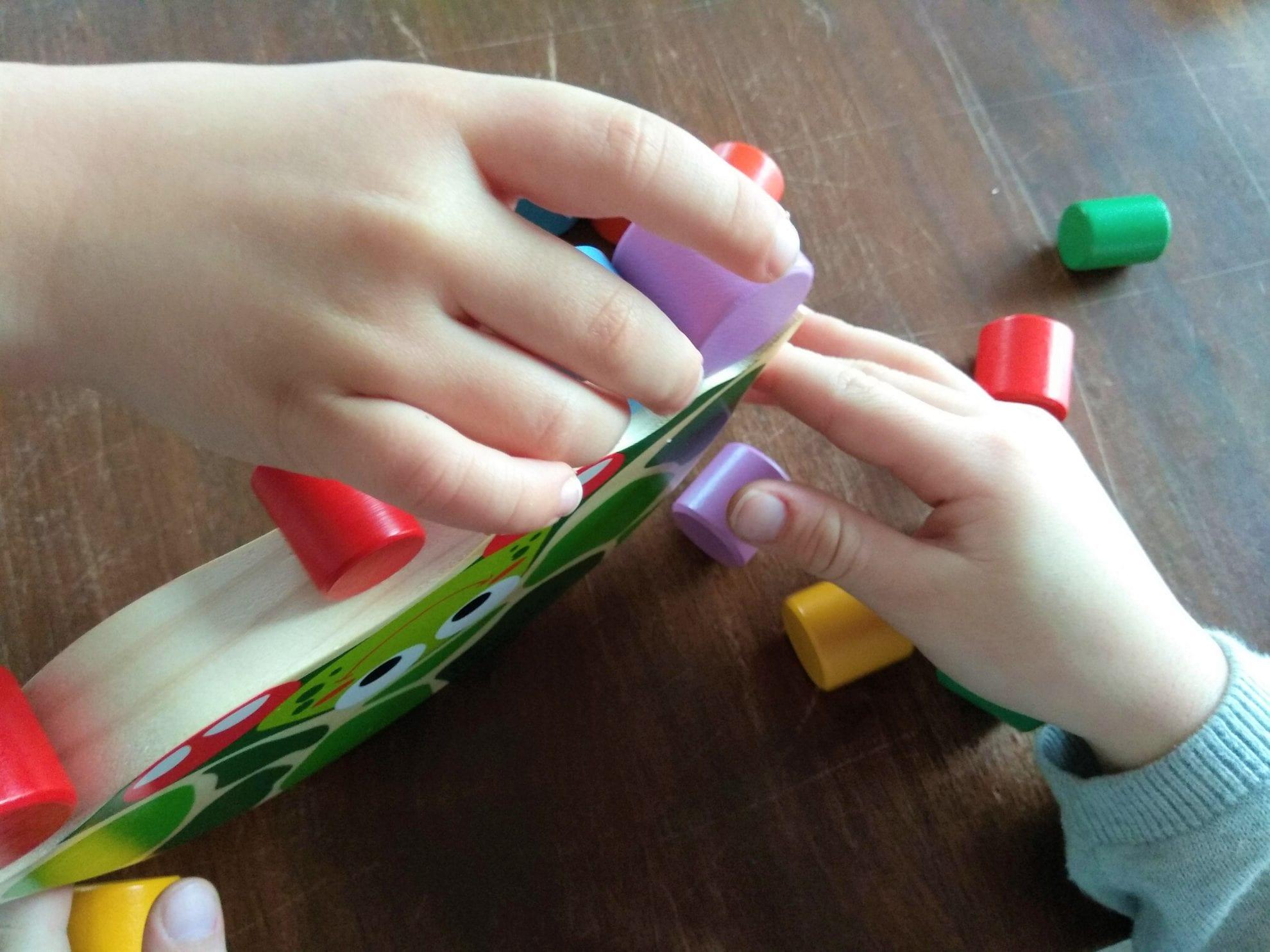 Stapelspiel, Holzspiel, Kinderhände, gemeinsam spielen im WIB, Sonntag, 4.2.18, Puddingklecks