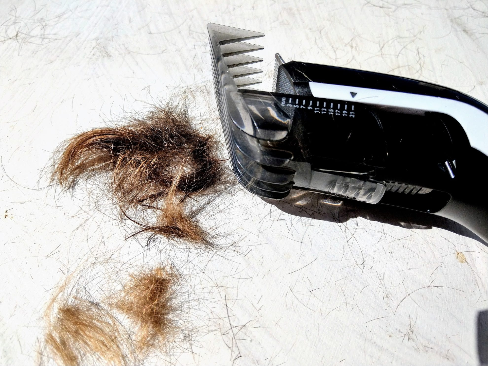Der Haartrimmer kam auch zum Einsatz. Dadurch haben die Jungs wieder eine anständige Frisur und die Haare kitzeln nicht mehr in den Ohren.