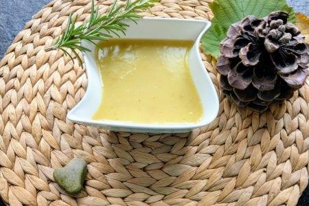 Das Rezept für einfache Kartoffelsuppe ist einfach umzusetzen und ohne Schnickschnack. Außerdem geht Suppe doch eigentlich immer oder?