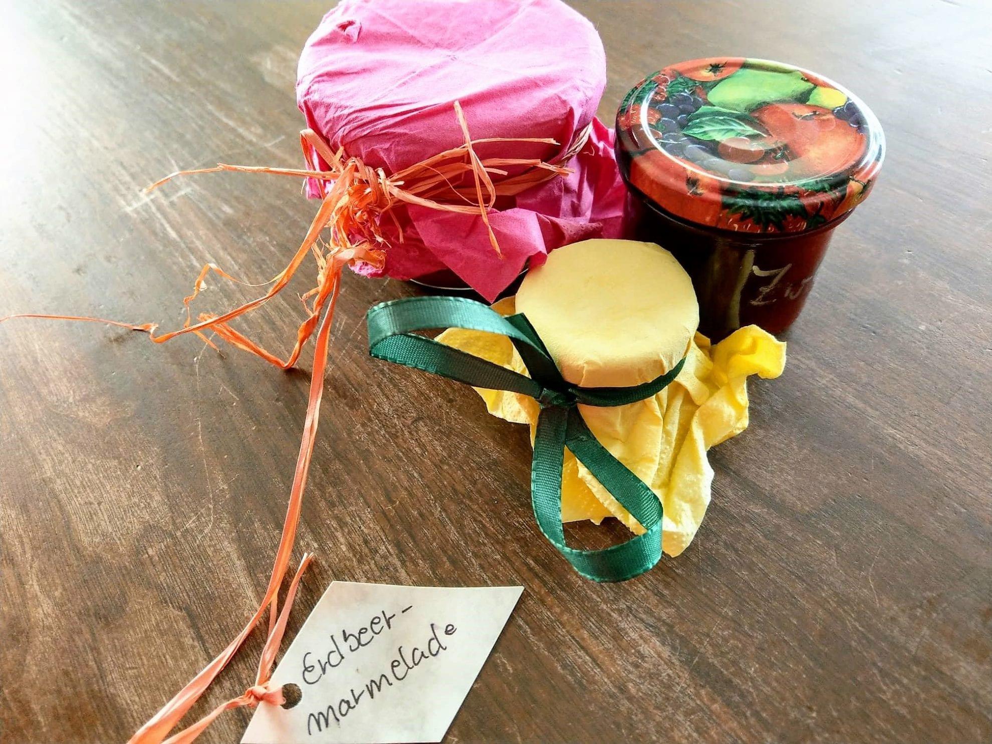 Marmelade und Kraeutersalz aus dem Kindergartenverkauf