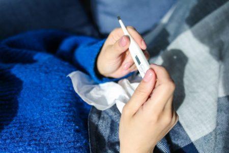 So sieht es wirklich aus, wenn Mama krank ist und die Kinder auch. Ein Einblick ins Großfamilienleben zwischen Taschentüchern und Nasenspray